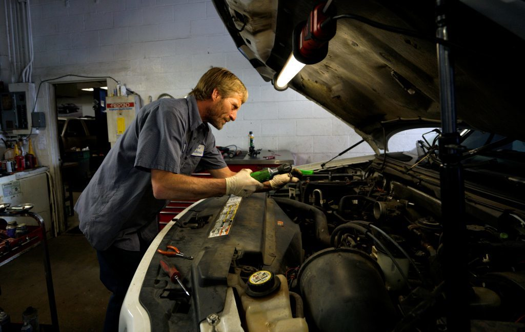 Mobile Oil Adjust Providers - How much Should really You Be Paying Your Automotive Technicians?